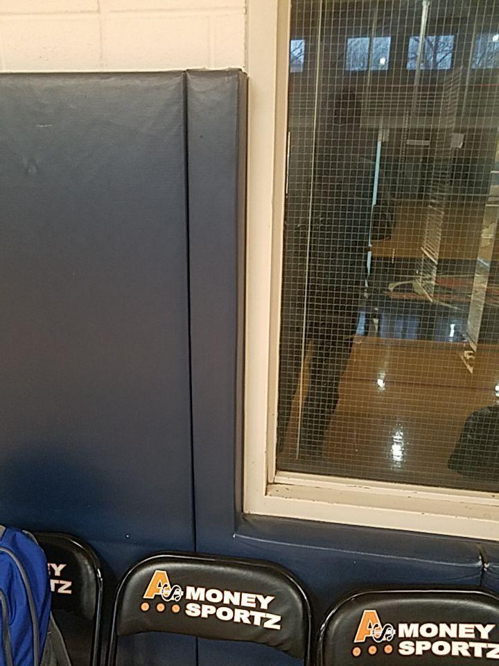 sports-installer-wall-padding-window-pad