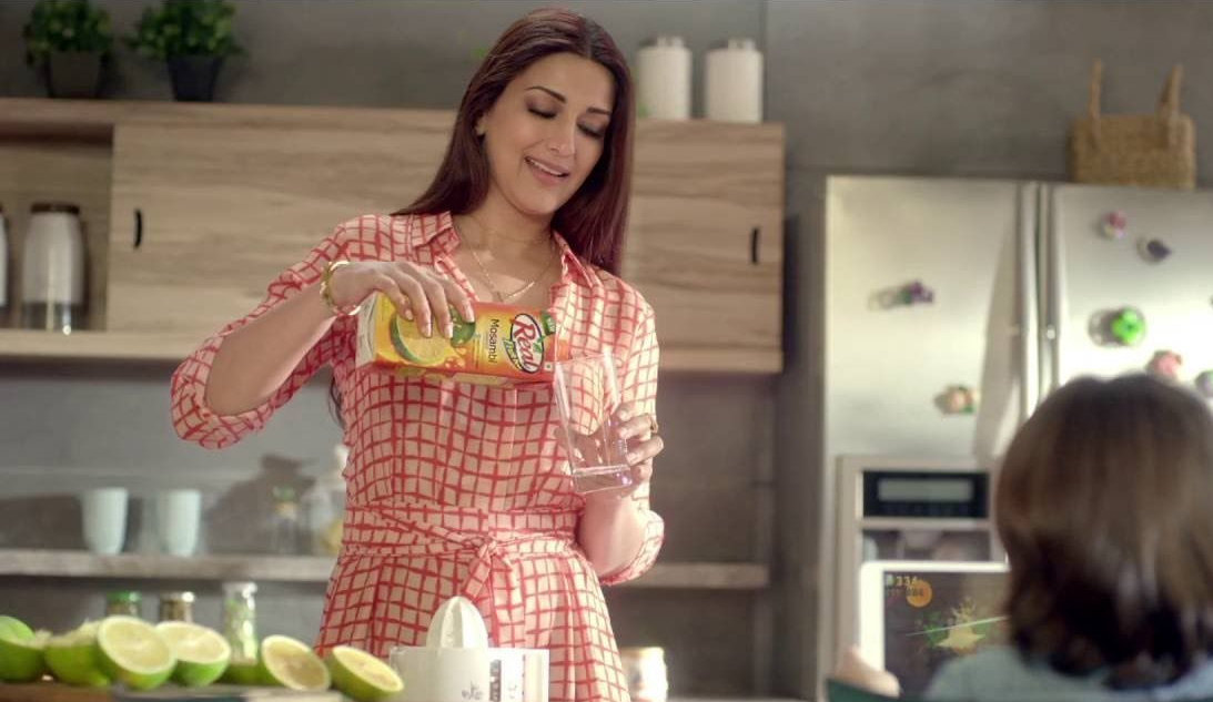 Sonali-Bendre-Brand-Endorsements-Ads-Advertisements-TVCs-advertising-commercials-Dabur-Real-Juice-sonali-bendre.jpg