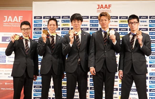 競歩金メダルの鈴木、山西、リレー銅メダルの桐生、多田、白石が登壇。「ドーハ世界選手権」メダリスト会見開催