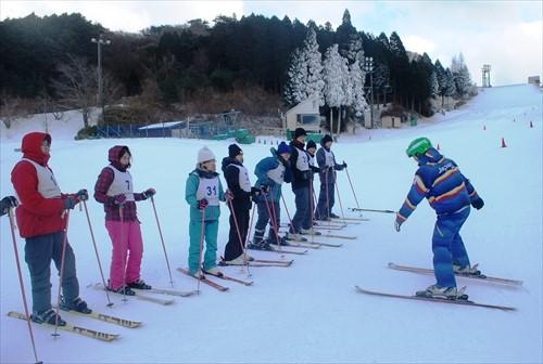 まもなくウィンターシーズン到来! 六甲山スノーパーク各種予約受付スタート! ~スキー&スノーボードスクール11/5から・直行バス11/13から~