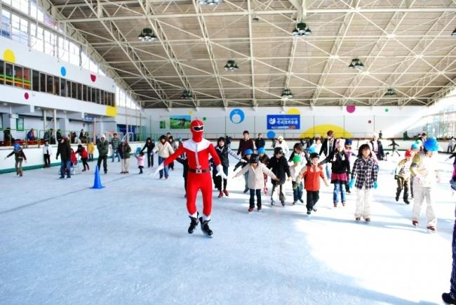 【JAF愛媛】好評につき今年も「アイススケート教室」を開催予定。インストラクターが上手に滑走できるコツを教えます