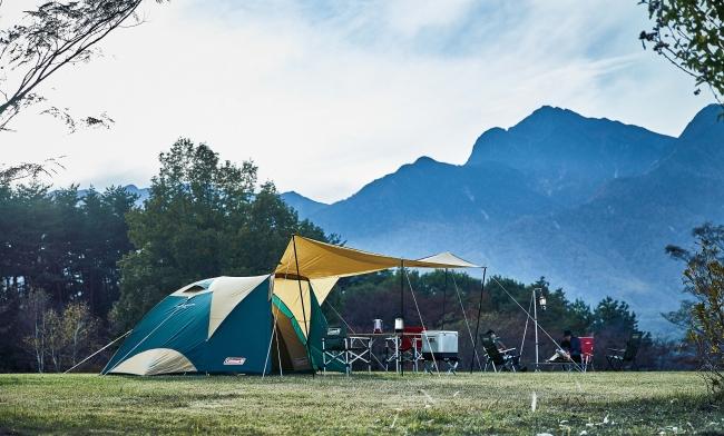 コールマンのドームテントとオープンタープが一体化!新構造の「タフオープン2ルームハウス」を発売