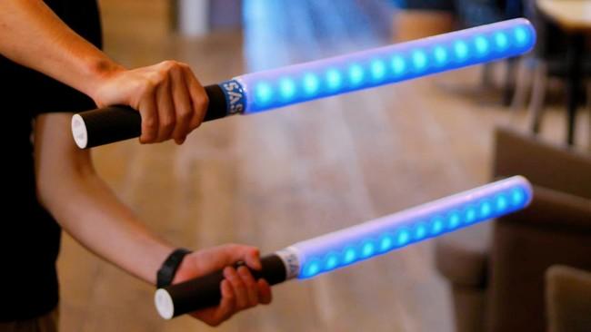 特許技術を使ってセンサー内蔵の和製ライトセーバー開発を目指すSASSEN(サッセン)が最新モデルの刀を披露