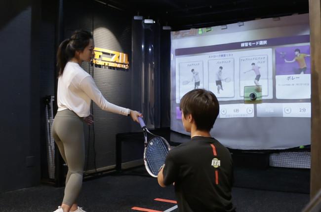 """""""一人でスポーツ!""""をコンセプトとするデジタルスポーツ施設開発、コロナ時代の体験型テニストレーニング施設『テニスル』。 2021年春、東京銀座にオープン!"""