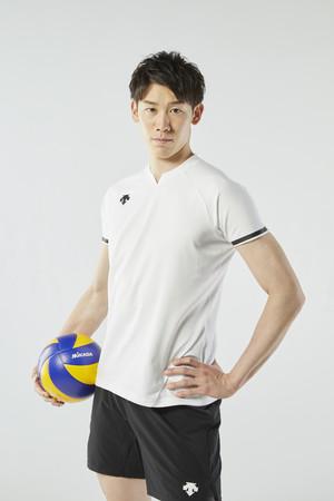 『デサント』ブランドより、バレーボール石川祐希選手と共同開発した「5本指スーパーショートソックス」販売開始