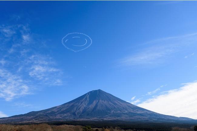 フライトイメージ(富士山上空にニコちゃんマークを描いた際の写真)