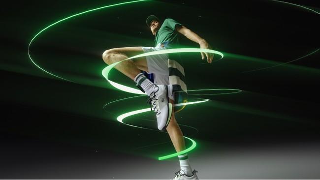 メドベージェフ選手が着用するプロ仕様の本格派テニスシューズ