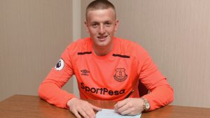 Everton signs Pickford from Sunderland in the club record deal