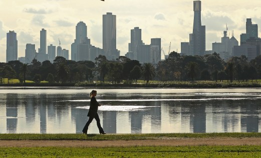 8 Ways Walking Changes Your Brain For The Better, According To Science