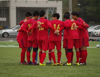 青山学院大学グラウンドで練習試合を行う東京蹴球団イレブン