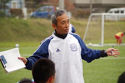 2001年から東京蹴球団を率いる鈴木監督
