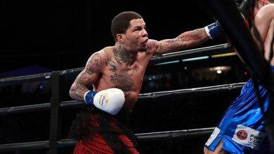 Photo of Davis retains title with first-round KO