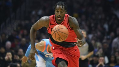 Photo of Al-Farouq Aminu posts 7th postseason career double-double in Portland's 97-90 win at Denver to tie series