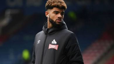 Photo of Bournemouth's Philip Billing reacts after Alex Iwobi tries to recruit him for Nigeria