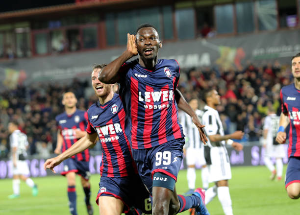 Nwankwo Simy of Crotone celebrates the equalizing goal during the serie A match between FC Crotone and Juventus at Stadio Comunale Ezio Scida on April 18, 2018 in Crotone, Italy. (Photo by Gabriele Maricchiolo/NurPhoto via Getty Images)