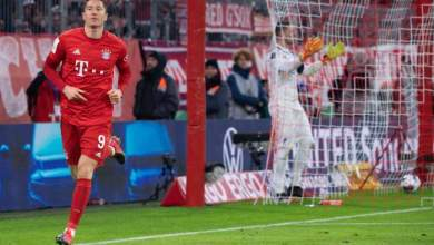 Photo of Lewandowski scores four and rescues Flick's men at the death against Hertha Berlin