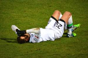Should athletes continue to play after a concussion