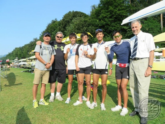 HK Team and the coaches (L2, Chris Perry)