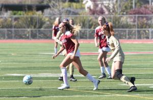 Iris O'Connor, Soccer