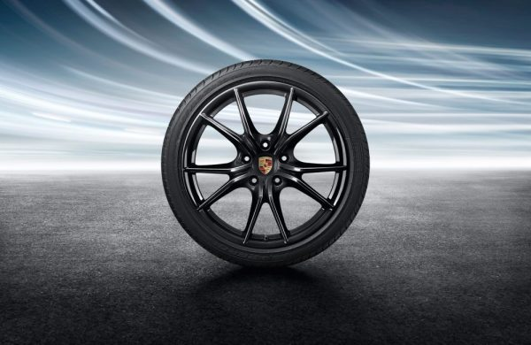 Porsche 20-Zoll Carrera S Sommerkomplettradsatz lackiert in Schwarz (hochglanz)