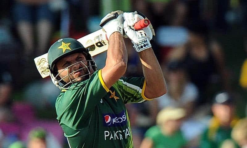 Shahid Afridi hitting six