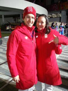 Im Olympiaoutfit mit Simon Ammann (Skispringer).