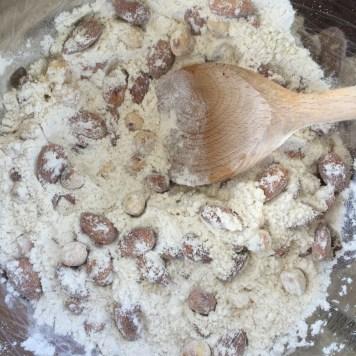 Mehl und Nüsse