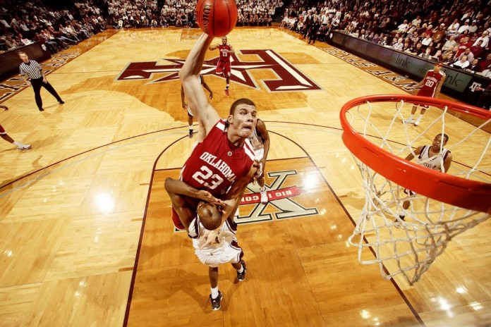Blake Griffin Dunks in a game for the Oklahoma in 2009