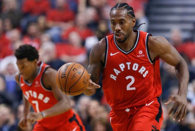 Kawhi Leonard playing for Toronto Raptors