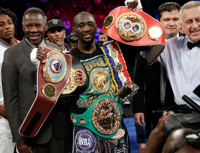 Terence Crawford defeats Julius Indongo