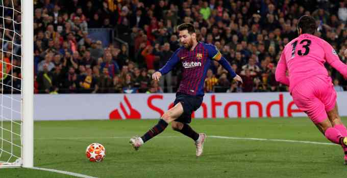 Lionel Messi scores for FC Barcelona against Liverpool