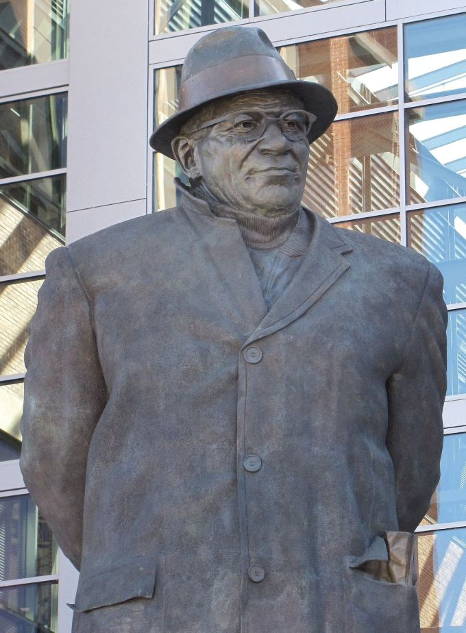 Best NFL Coaches – Vince Lombardi's statue in Green Bay