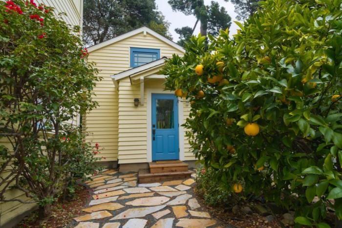 În loc de o casă mare locuită parțial, o casă mică de închiriat. Susan's cottage