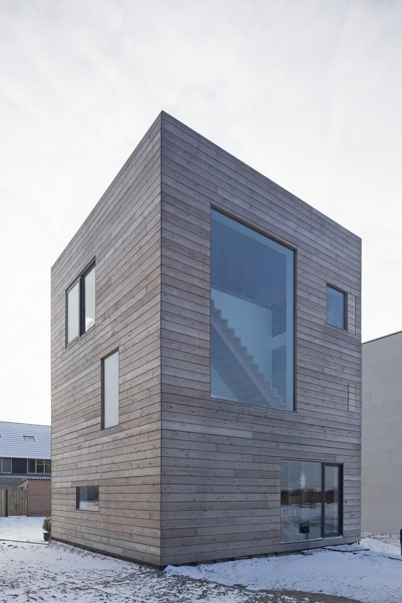 Două proiecte de casă cu spații pentru familie și spații personale organizate ingenios