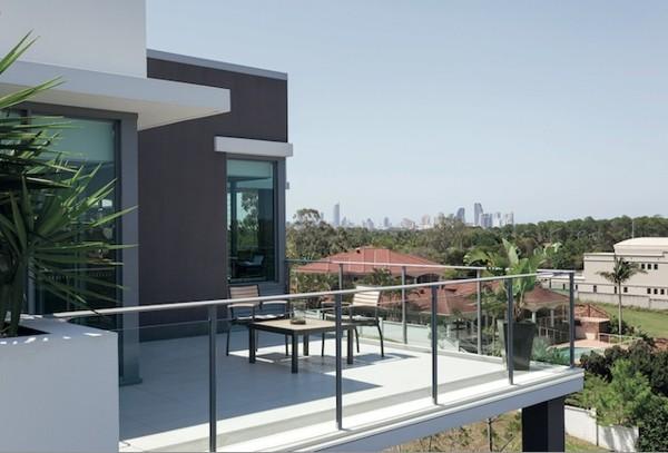 Nu lăsa apa să-ți strice fațada: 4 tipuri de picurătoare pentru terase și balcoane