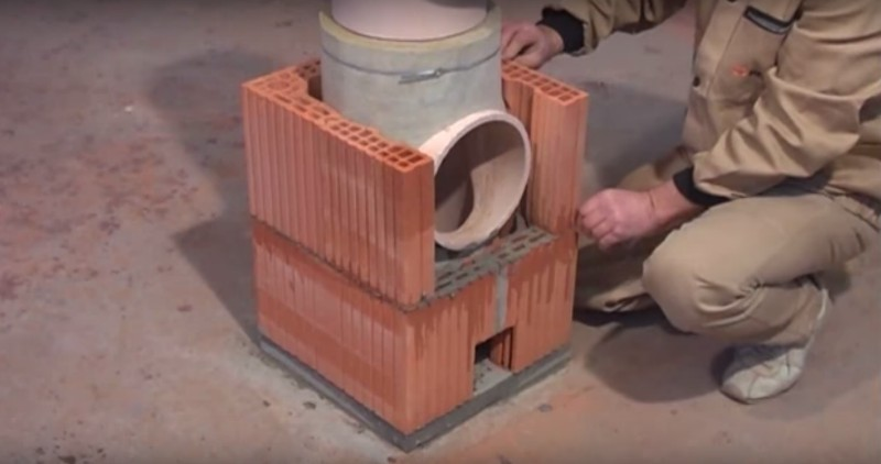 Coş de fum din cărămidă eficient şi uşor de montat. Demonstraţie video