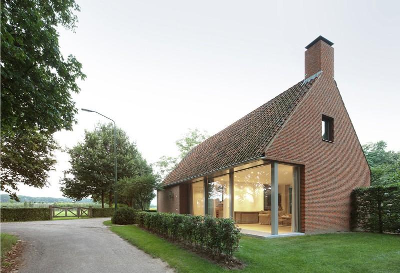 O casă simplă de la ţară reinterpretează arhitectura vernaculară scandinavă