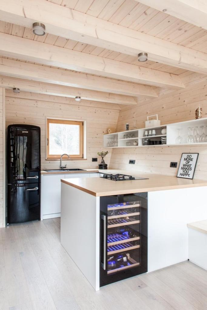cabana de lemn 82 mp bucataria