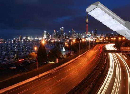 Lampa pentru iluminat exterior cu sistem de monitorizare video integrat