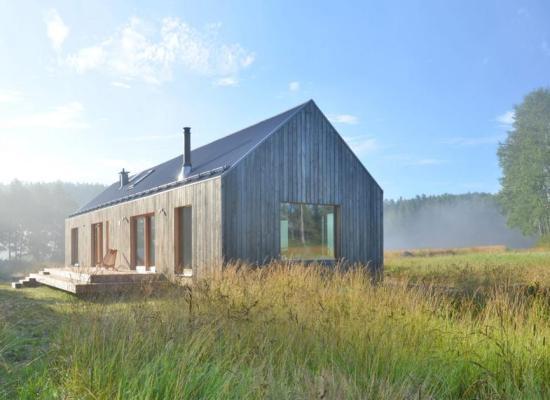 O casă cu 2 dormitoare: organizare simplă și perfect adaptată nevoilor celor 4 membri ai familiei