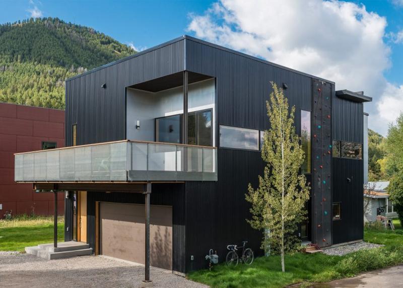 Construiește în jurul pasiunilor tale: casa cu panou de alpinism