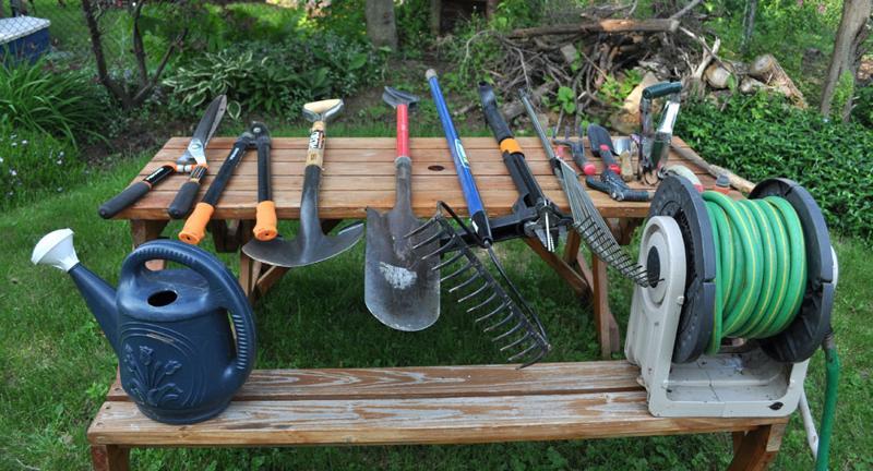 10 unelte indispensabile oricărui grădinar