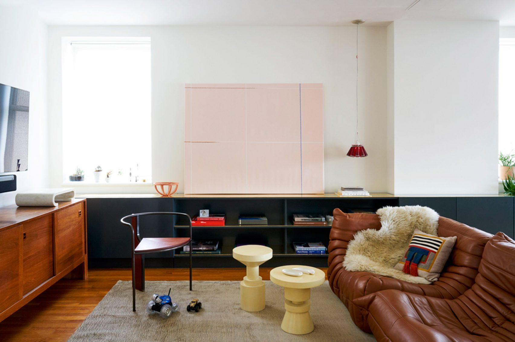 Strălucirea discretă a unui apartament decorat cu elemente din alamă
