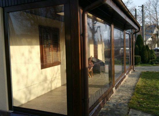 Soluții mobile pentru închiderea terasei pe timpul iernii
