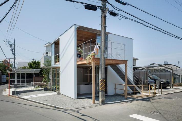Casa pe cadre de lemn japonia acces etaj si veranda
