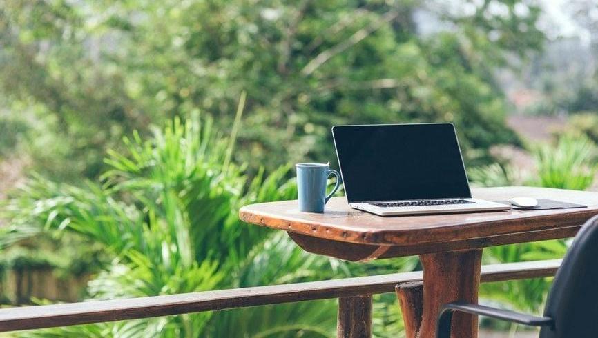 Biroul în aer liber: ce presupune și cum te poți organiza