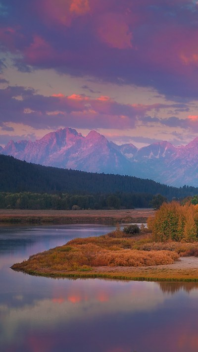 The sun rises over Oxbow Bend at the beginning of autumn ...