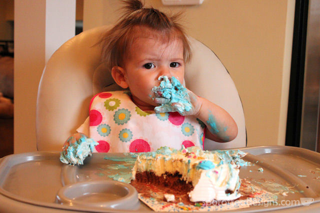 First time mom #parenting advice: Colored Icing sometimes stains | spotofteadesigns.com