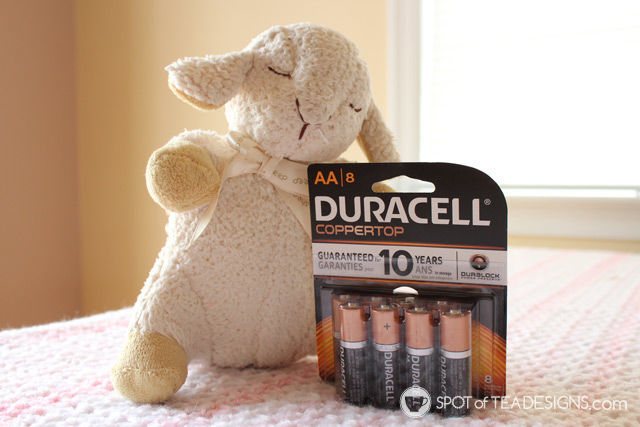 Baby registry tip: add @Duracell batteries with any sleep soothing items you add (like this sleep sheep) | spotofteadesigns.com