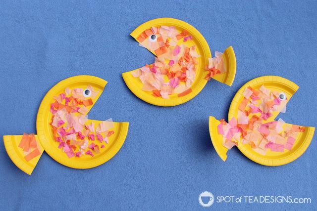 Paper Plate Fish Kids Craft - great preschoolers #kidscraft | spotofteadesigns.com